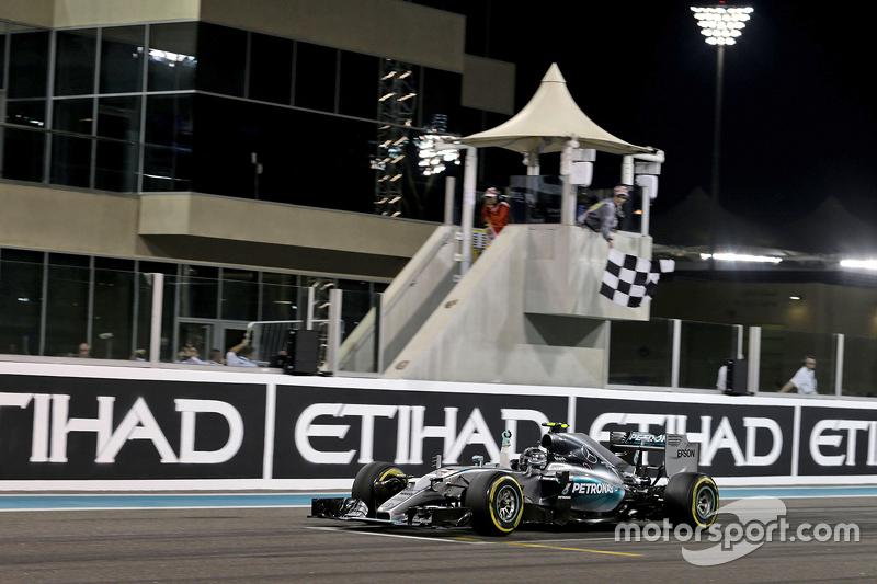 Оставшиеся четыре Гран При сезона-2015 Росберг назвал «мини-чемпионатом». И выиграл его – раскатал Хэмилтона во всех квалификациях и одержал победу в трех гонках подряд. И все же титул достался его напарнику