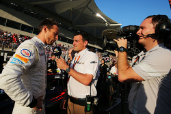 Jenson Button, McLaren con Will Buxton, NBC Sports