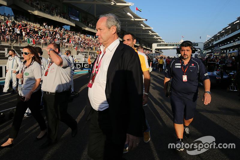 Jerome Stoll, Präsident von Renault Sport F1 President, in der Startaufstellung