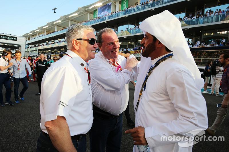Derek Warwick, FIA-Rennkommissar, in der Startaufstellung