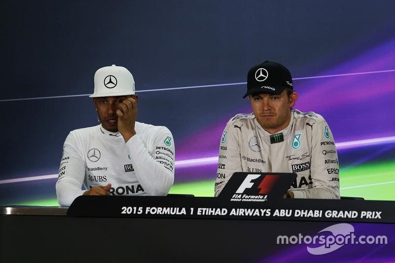 2. Lewis Hamilton, Mercedes AMG F1, und 1. Nico Rosberg, Mercedes AMG F1, in der FIA-Pressekonferenz