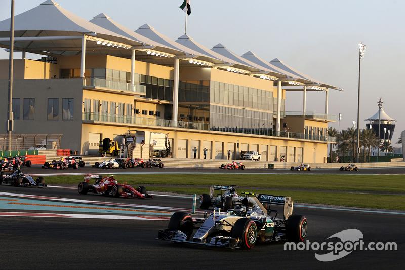 Nico Rosberg, Mercedes AMG F1 W06, in Führung nach dem Start