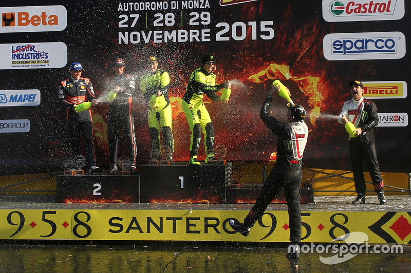 Podium: 1. Valentino Rossi und Carlo Cassina, Ford Fiesta; 2. Thierry Neuville und Julien Vial, Hyundai i20; 3. Roberto Brivio und Davide Brivio, Ford Fiesta