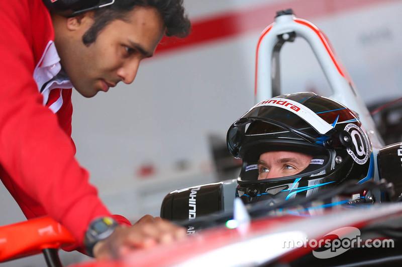 Нік Хайдфельд, Mahindra Racing та Vinit Patel, Mahindra Racing Головний інженер