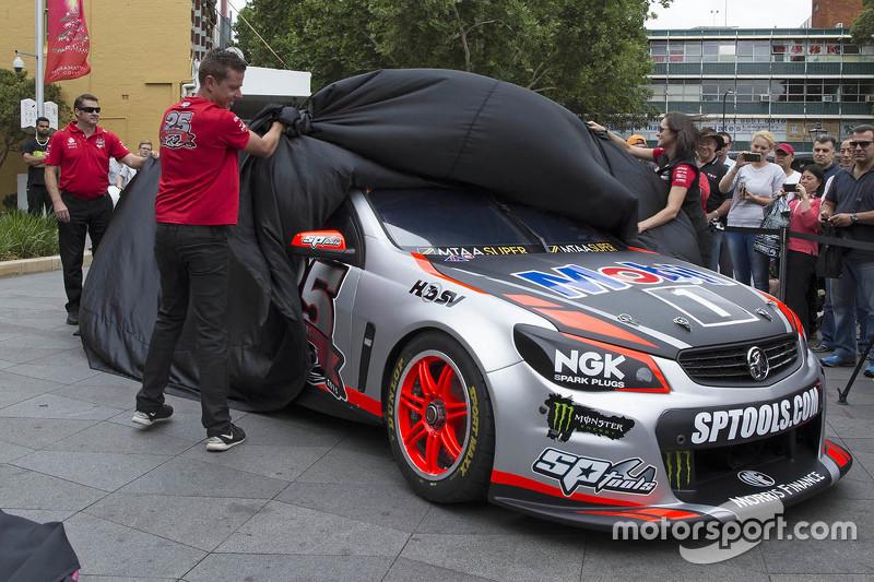 Нова ліврея для Джеймс Кортні, Holden Racing Team