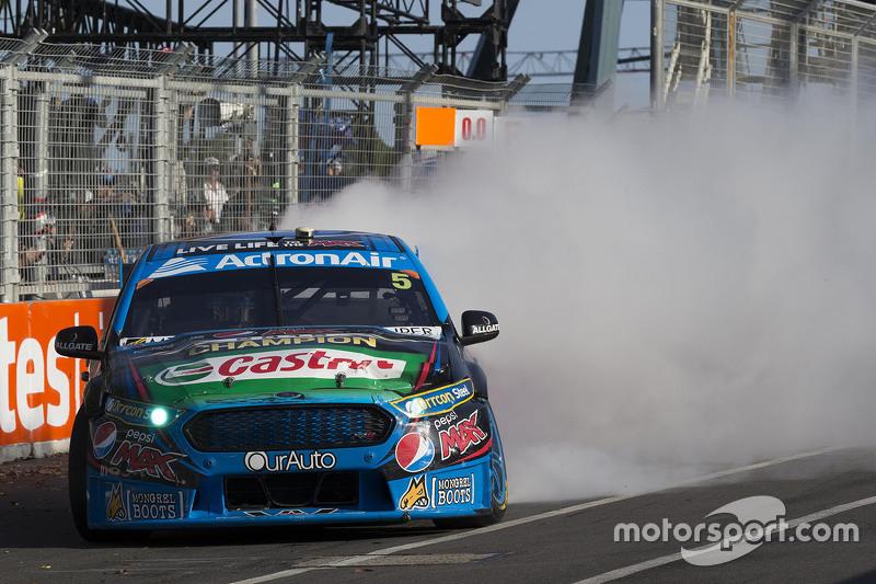 2015 V8 Supercars Champion Mark Winterbottom, Prodrive Racing Australia, Ford feiert