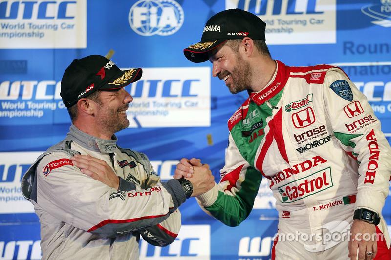 Race 2 podium: winner Tiago Monteiro, Honda Racing Team JAS and Sébastien Loeb, Citroën World Touring Car team