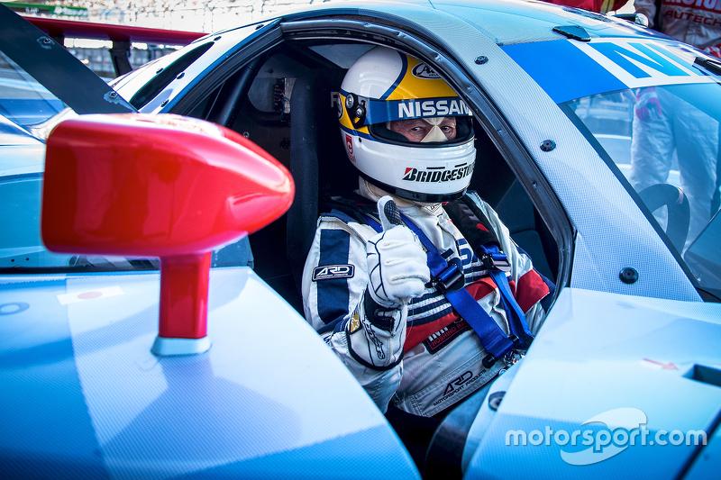 Nissan-Fahrer vor dem Streckeneinsatz
