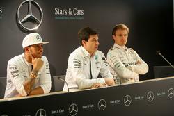 Lewis Hamilton, Nico Rosberg y Toto Wolff, Mercedes AMG F1 accionista y Director Ejecutivo