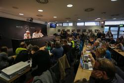 атмосфера на пресс-конференції