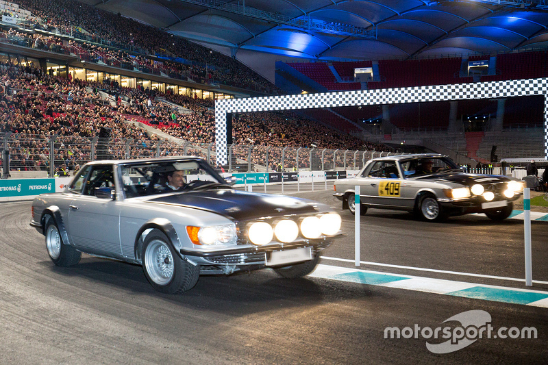 Toto Wolff drives a classic Mercedes