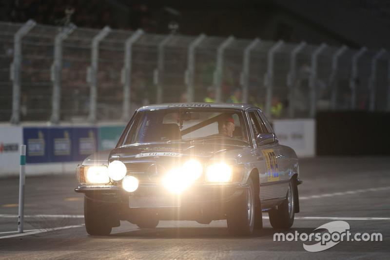 Niki Lauda, Mercedes Non-Executive Chairman, Mercedes-Benz 500 SL Rallye