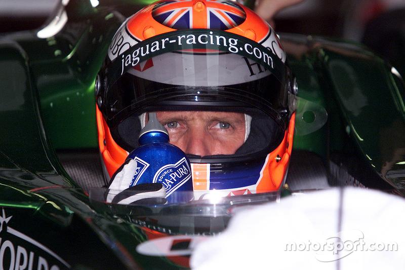 Johnny Herbert dans le baquet de la Jaguar R1