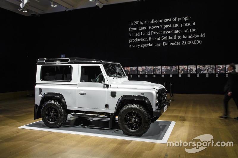 Двохмільйонний Land Rover Defender