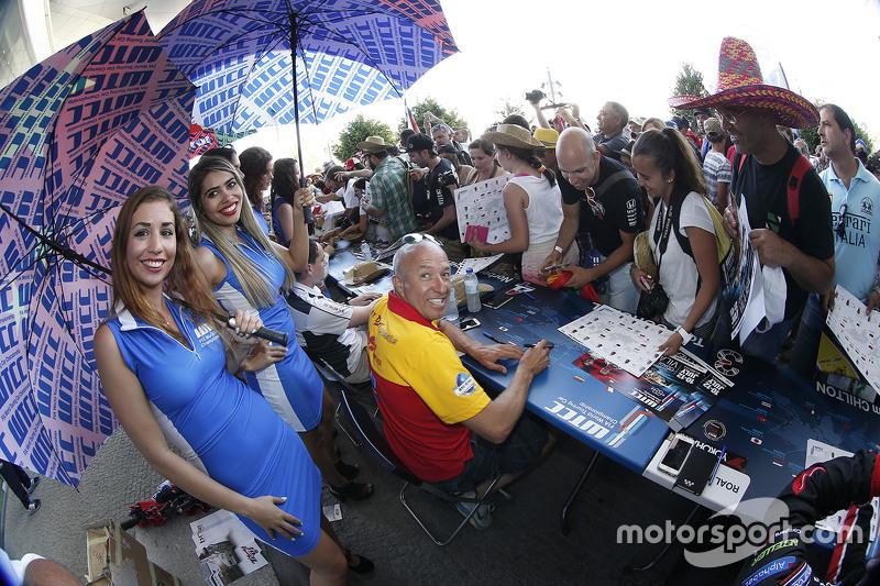 Tom Coronel, ROAL Motorsport dengan grid girl
