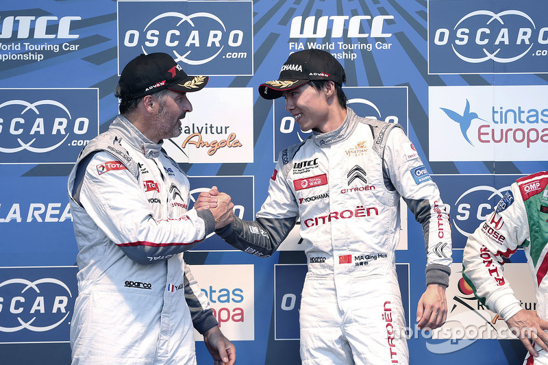 Podium: race winner Ma Qing Hua, Citroën World Touring Car team, second place Yvan Muller, Citroën World Touring Car team