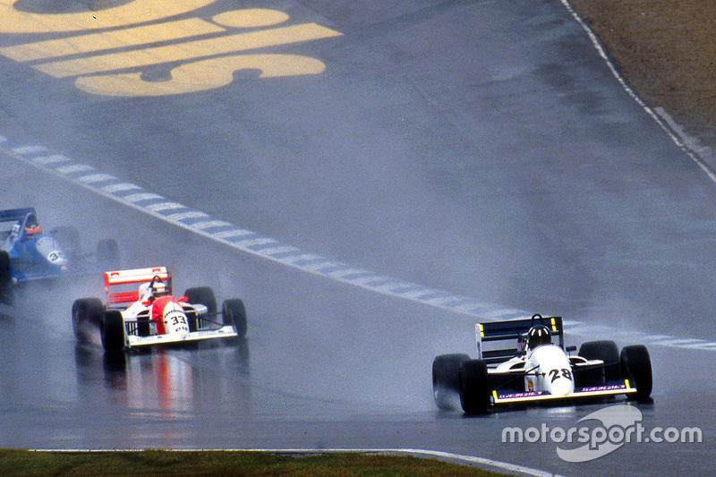 Damon Hill memimpin di depan Allan McNish dan Phil Andrews