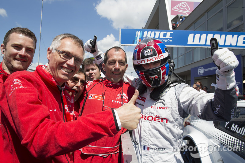 Race winner Yvan Muller, Citroën C-Elysee WTCC, Citroën World Touring Car team and Carlos Taveres, Chairman of the Managing Board of PSA Peugeot Citroën
