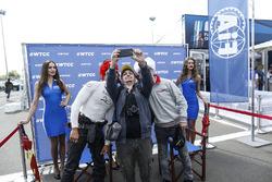 Tiago Monteiro, Honda Civic WTCC, Honda Racing Team JAS and Stefano D'Aste, Chevrolet RML Cruze TC1, ALL-INKL.COM Münnich Motorsport