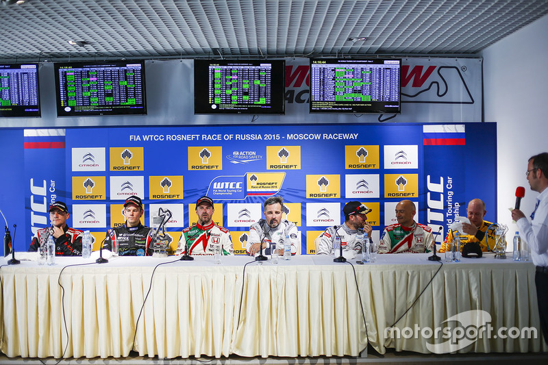Press conference: Norbert Michelisz, Honda Civic WTCC, Zengo Motorsport, Tom Chilton, Chevrolet RML Cruze TC1, ROAL Motorsport, Tiago Monteiro, Honda Civic WTCC, Honda Racing Team JAS, Yvan Muller, Citroën C-Elysee WTCC, Citroën World Touring Car team, Jose Maria Lopez, Citroën C-Elysee WTCC, Citroën World Touring Car team, Gabriele Tarquini, Honda Civic WTCC, Honda Racing Team JAS, Tom Coronel, Chevrolet RML Cruze TC1, ROAL Motorsport