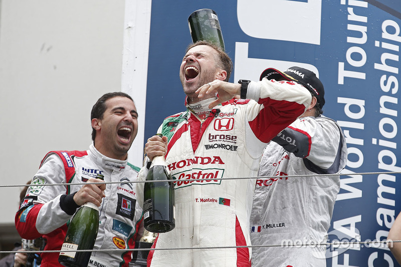 Podium: race winner Yvan Muller, Citroën C-Elysee WTCC, Citroën World Touring Car team, third place Tiago Monteiro, Honda Civic WTCC, Honda Racing Team JAS and Mehdi Bennani, Citroën C-Elysee WTCC, Sébastien Loeb Racing