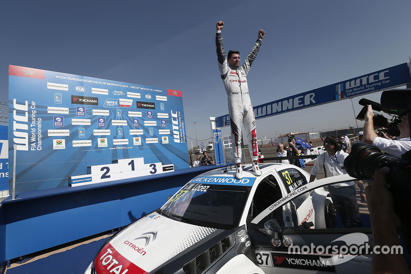 Race winner Jose Maria Lopez, Citroën C-Elysee WTCC, Citroën World Touring Car team