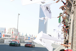 #2 Abu Dhabi Racing Black Falcon Mercedes AMG GT3: Khaled Al Qubaisi, Hubert Haupt, Jeroen Bleekemolen, Maro Engel, Indy Dontje und #16 Black Falcon Mercedes SLS AMG GT3: Adam Christodoulou, Oliver Webb, Patrick Assenheimer, Oliver Morley, Frank Montecalvo