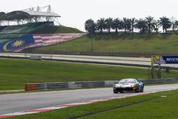 #27 Nexus Infinity, Ferrari 458 GT3: Joshua Hunt, Dominic Ang, Adrian D'Silva