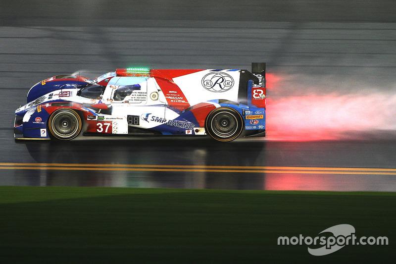 3. Der SMP-Racing-Nissan von Maurizio Mediani, Nicolas Minassian, Mikhail Aleshin und Kiriil Ladygin im Regen