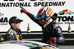 Переможці - Біллі Джонсон, Скотт Махвелл, Multimatic Motorsports celebrate