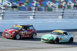#52 Mini: Джеймс Ванс, Рамін Абдолвахабі, #26 Freedom Autosport Mazda MX-5: Ліам Двайер, Ендрю Карбонелл