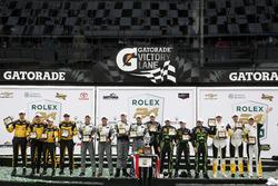 各组别领奖台: P组冠军#2 极速车队 李吉尔JS P2 HPD:斯科特•夏普、埃德•布朗、约翰内斯•范奥弗比克、皮波•德拉尼; PC组冠军#85 JDC/Miller Motorsports ORECA FLM09: Chris Miller, Mikhail Goikhberg, Stephen Simpson, Kenton Koch;GTLM组冠军#4 克尔维特车队 克尔维特C7.R赛车:奥利弗•格文、汤米•米勒、马塞尔•法斯勒; GTD冠军 #44 马格努斯车队 奥迪R8 LMS:约翰•波特、安迪•拉里、马克•泽弗里德、瑞内•拉斯特