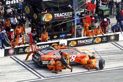 Pit stop Martin Truex Jr., Furniture Row Racing Toyota