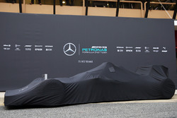 Der verhüllte Mercedes AMG F1 W07 Hybrid