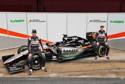 Sergio Perez, Sahara Force India F1 et Nico Hulkenberg, Sahara Force India F1 dévoilent la Sahara Force India F1 VJM09