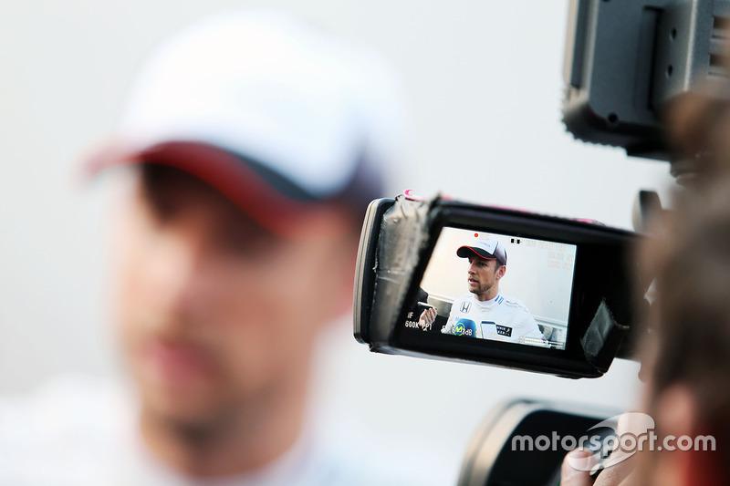 Дженсон Баттон, McLaren со СМИ