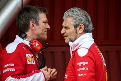 James Allison, Ferrari Chassis Technischer Direktor mit Maurizio Arrivabene, Ferrari Teamchef