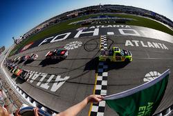 Старт: Метт Крафтон, ThorSport Racing Toyota лідірує
