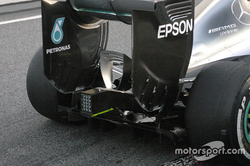 Mercedes AMG F1 W07 achtervleugel detail