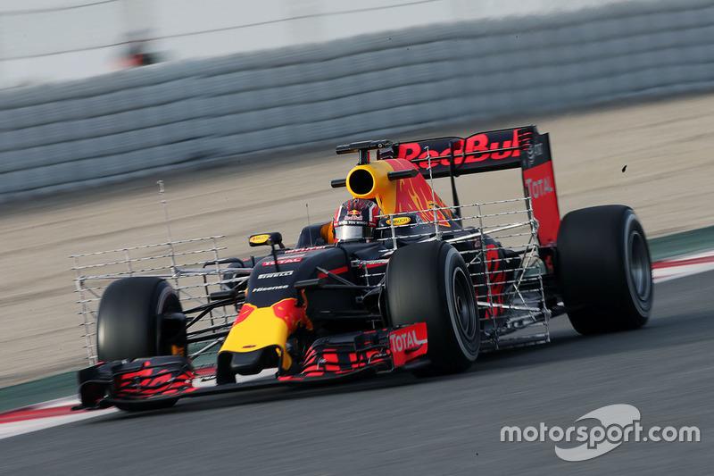Даниил Квят, Red Bull Racing RB12 с сенсорами на машине