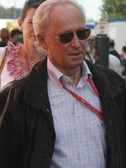 Prof. Jurgen Hubbert, Board of Management DaimlerChrysler