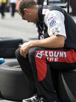 Discount Tire Ford crew member prepares wheels