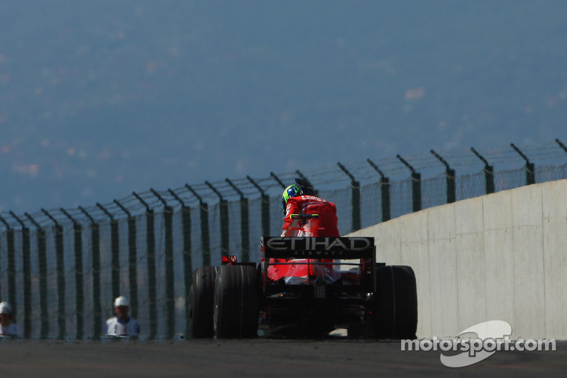 Felipe Massa, Scuderia Ferrari, F2008, suffers a mechanical failure while in the lead near the end of the race