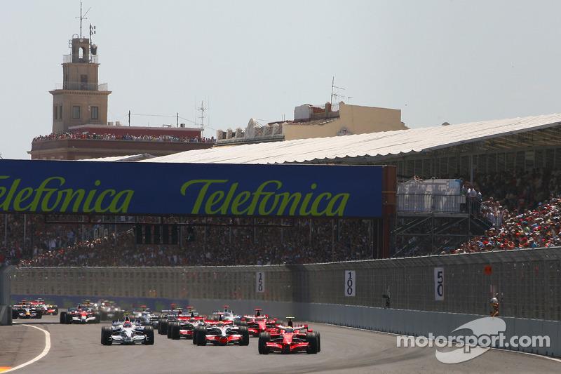 Start: Felipe Massa, Scuderia Ferrari, F2008 ve Lewis Hamilton, McLaren Mercedes, MP4-23