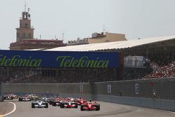 Start: Felipe Massa, Scuderia Ferrari, F2008 leads Lewis Hamilton, McLaren Mercedes, MP4-23