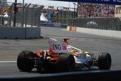 Fernando Alonso, Renault F1 Team, R28, retired