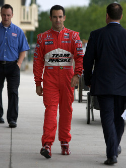 IndyCar Series 2008 contenders photoshoot: Helio Castroneves arrives