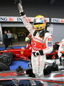 L'auteur de la pôle Lewis Hamilton, McLaren Mercedes