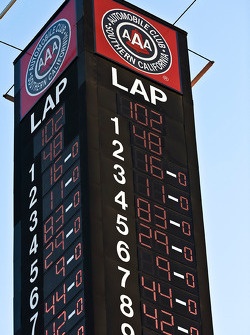 The scoring pylon on lap 102
