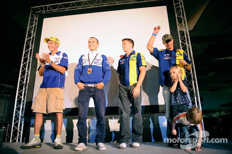 Valentino Rossi, Jorge Lorenzo, James Toseland y Colin Edwards hacer una aparición pública